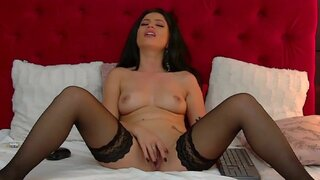 NicolleVibee – Hot MILF playing herself on webcam